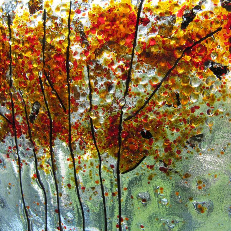 Skleněný obraz podzim Originální obraz ze série 4 roční období je vyroben technikou fusing a zdoben skleněnou drtí. Rozměry 25 x 25 cm, síla skla 6 mm.