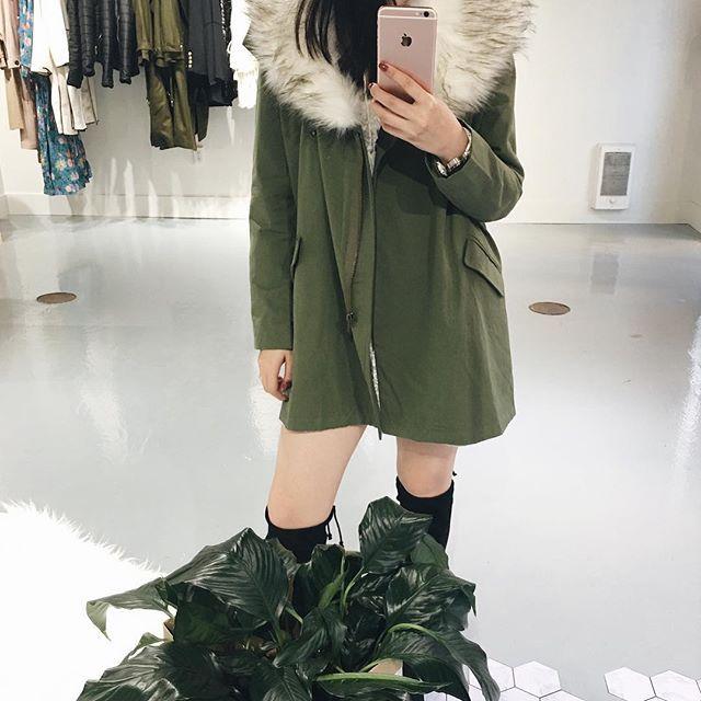 Khaki Coat With Detachable Faux Fur Collar 👌👌 Open til 6pm .  .  .  .  .  .  .  .  #unicorniostudio #newarrivals #fashionlovers #fashionboutique #onlineshopping #supportlocal #fashionblogger #ukfashion #canadianfashion #ootd #ootdfashion #instafashion #yyt #storeopening #ootdfashion #lookbook #outfitselfie