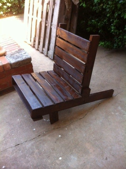 DIY Patio Pallet Furniture.  This is awesome.  Just add a pretty printed cushion and you have a fabulous outdoor chair.