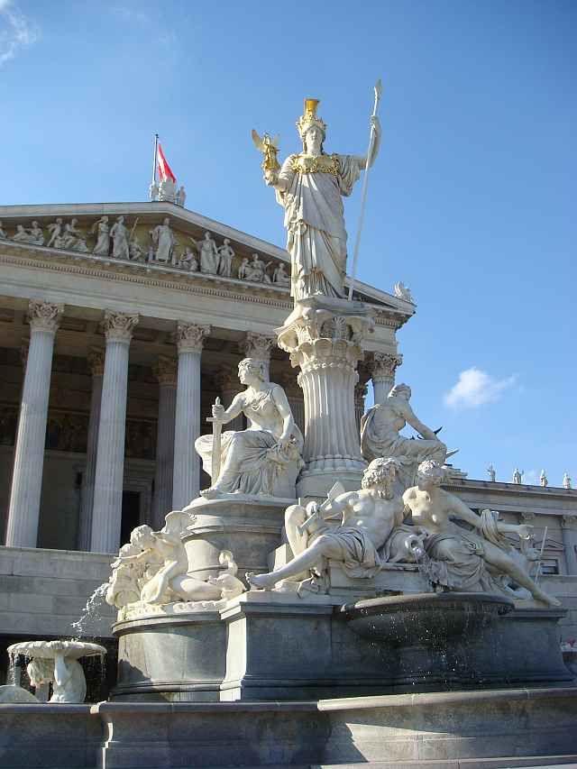 Pallas Athene Brunnen vor dem Parlament Wien