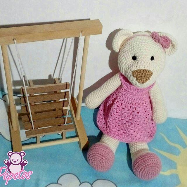 Por aqui manhã chuvosa☔☔ nossa ursinha Clara teve que brincar em casa. Aviso: Queridas clientes: Todas as ursinhas e bonecas estão sendo montadas. Até segunda todas estarão prontas 💞💞💞💞💞 Medidas: 30cm Execução: Shirley Borges Criação: Shirley Borges Fios: Barroco 4 e Anne da @circuloprodutos #urso #ursinho #teddybear #pet #bichinhosdecrochet #fluffy #crochet #semprecirculo #fioamigurumi #amigurumi #toys #maternidade #kidsroom #kids #decor #baby #mae #pai #tia #natal #rn #pepetos #dec...