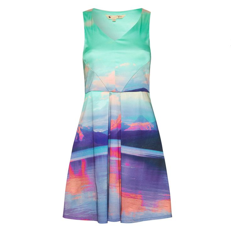 Stand out in this scenic dress by Yumi.