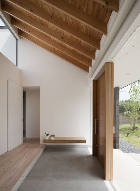 Wooden ceiling, concrete floors and white walls. / 천장 우드 느낌?? 실제론 flat