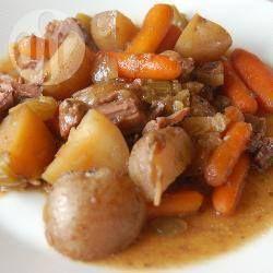 Heerlijk mals en sappig met wortels, ui en aardappel.