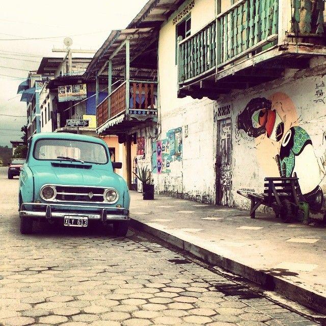 Vintage Car in Olón Ecuador by La ciudad al Instante#ecuador #olón #sudamericafotogenica #instagramers #instagram #instagroove #instacool #ig_southamerica #ig_ecuador #instaweb #webstagram #statigram #renault #vintagecar