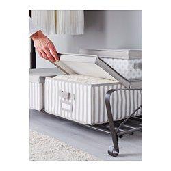 IKEA - SVIRA, Scatola con coperchio, grigio/bianco riga, 39x48x19 cm, , Il contenitore è facile da estrarre grazie ai manici da entrambi i lati.Protegge dalla polvere i tuoi vestiti e la biancheria da letto.Il portaetichette laterale ti permette di indicare il contenuto, così trovi facilmente quello che cerchi.Grazie al portaetichette puoi indicare il contenuto, così trovi facilmente quello che cerchi.