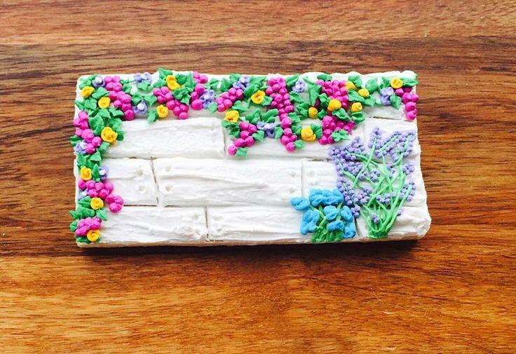 Custom Flowers On a Fence Cookie. @sugarlovecookiesdesigns FB sugar love cookie designs