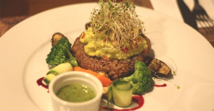 Hambúrguer vegano à base de pinhão | <i>Crédito: Divulgação