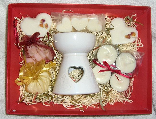 Heart Oil Burner and Wax Tarts Gift set. Valentines. Mothers Day. Heart Wax Melts. Love. Sweetheart. Choice of Fragrance. Handmade UK by RainflowerKent on Etsy