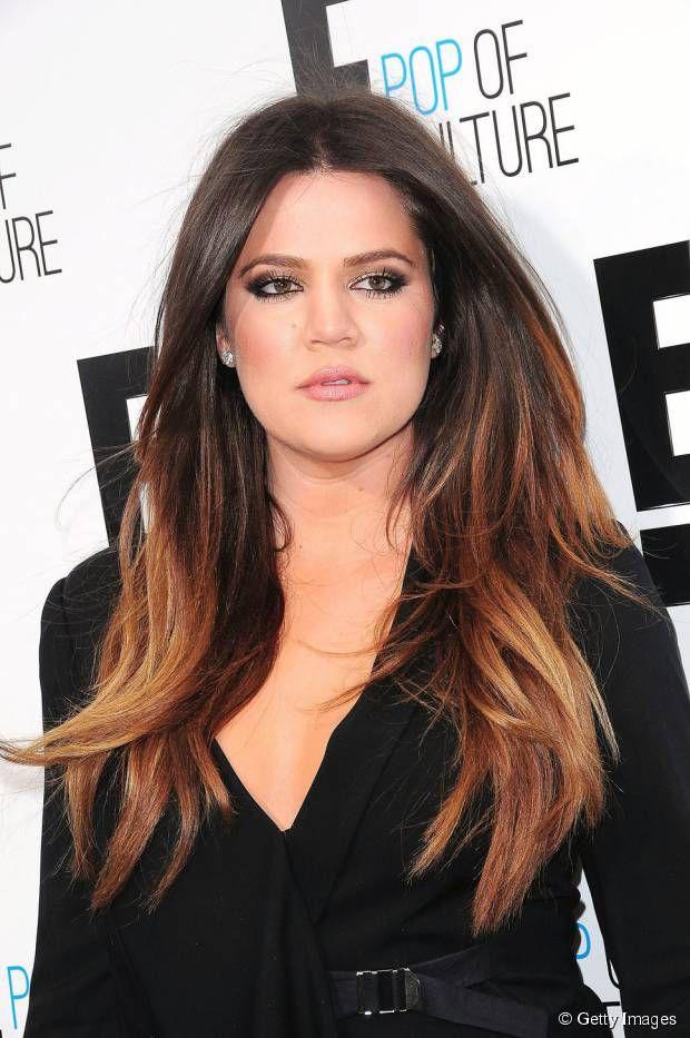 Khloe Kardashian usou um ombré bem marcado neste visual, com raizes muito escuras e pontas claras