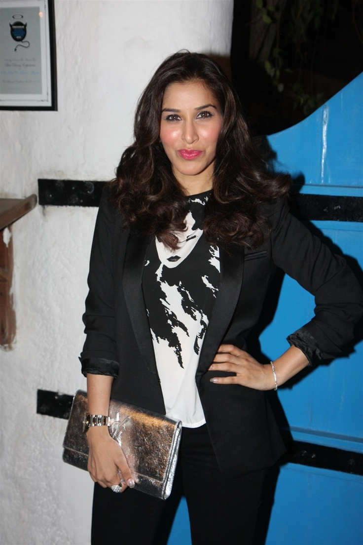 Sophie Chaudhary at Daboo Ratnani's 2013 Calendar Launch.
