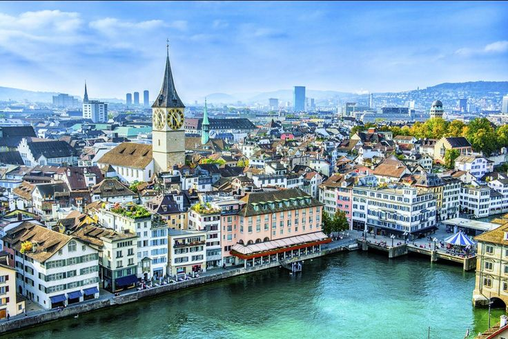 Composée de paysages étonnamment variés et de populations aux caractères très différents, de trois zones géographiques (le Jura, le Plateau et les Alpes), de quatre langues nationales (l'allemand, le français, l'italien et le romanche), de 26 cantons, soit autant de petits États, avec chacun ses particularismes, formant la Confédération helvétique, la Suisse est l'un des plus anciens pays du monde