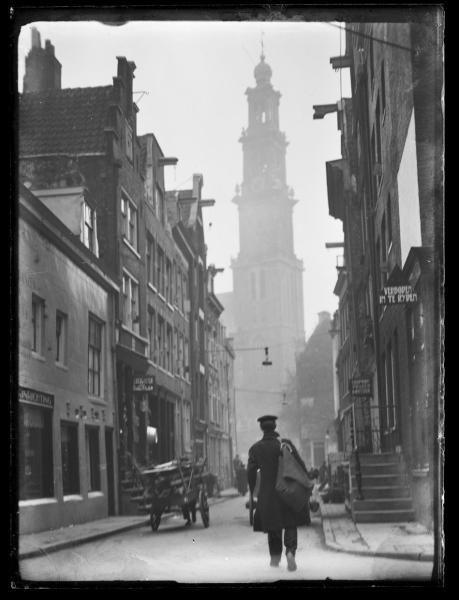 """""""Eerste Leliedwarsstraat 15-23,"""" Amsterdam. – Bernard F. Eilers, approx. 1925 - 1930."""