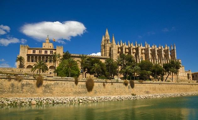 Catedral de Palma de Mallorca  #recordgo #carhire #mietwagen #rentacar #alquilercoche www.recordrentacar.com