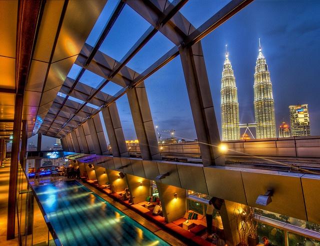 The skybar in Kuala Lumpur with the Petronas Towers