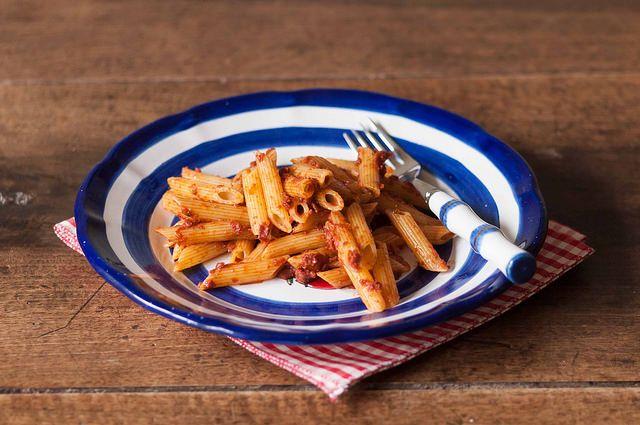 Una streghetta in cucina: Sos schiscia: penne con pomodori secchi e acciughe...