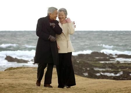 The Emperor and Empress of Japan.  So sweet!! <3