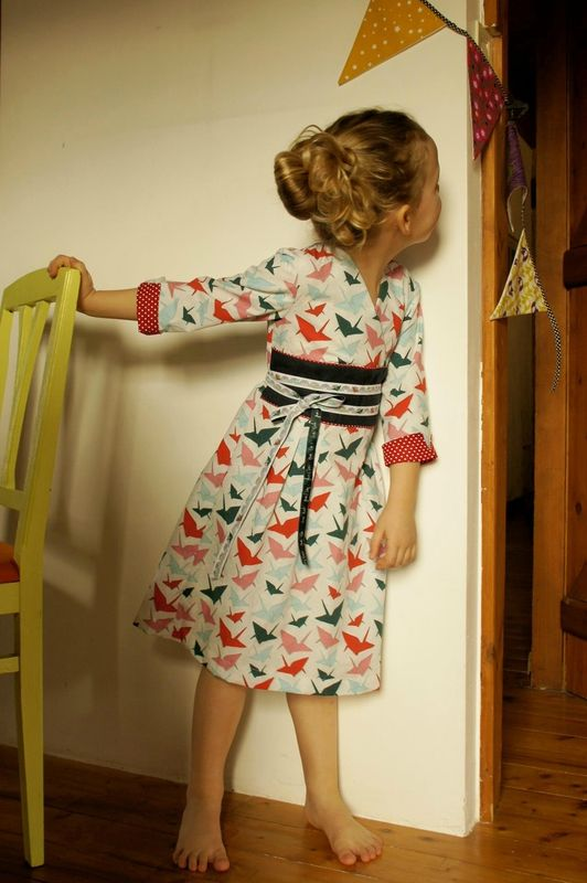 Adorable Library Dress (Oliver + s) chez Mu & Cie ; tissu origami Madame casse bonbons