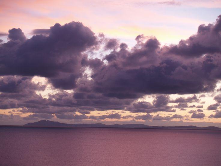 Κυριακάτικο πρωινό 5 π.μ. με θέα την Τήνο