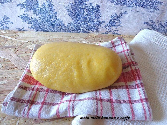 Questa pasta frolla senza burro è frutto di vari esperimenti per poter sostituire il burro con l'olio di mais, ingrediente segreto: il latte!