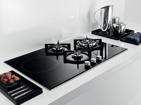 the whirlpool akt 477 ix black gas on glass hob features three burners alongside an induction. Black Bedroom Furniture Sets. Home Design Ideas