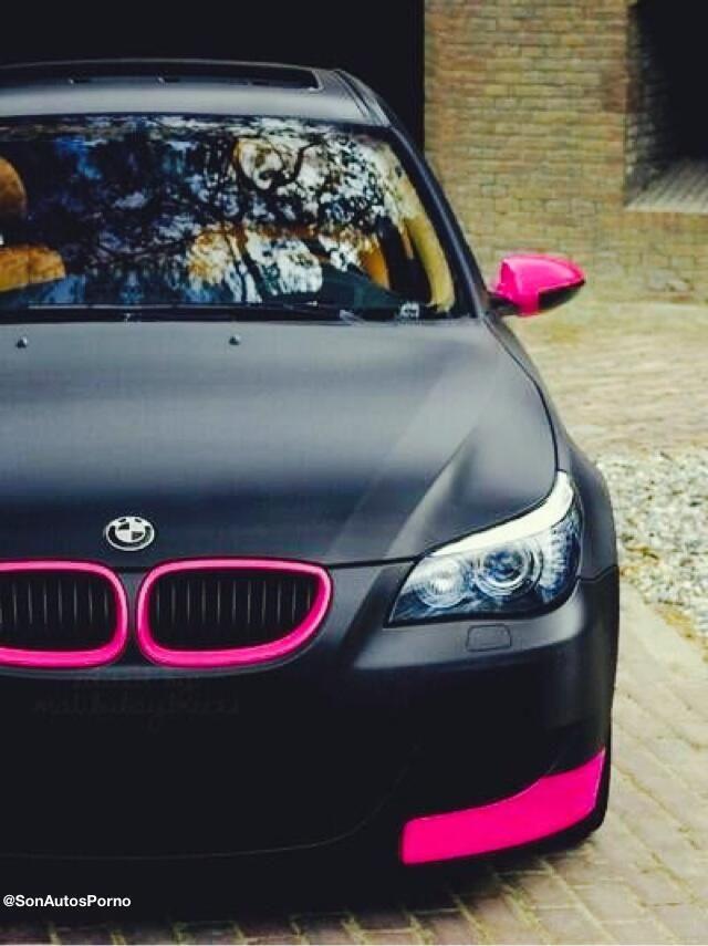 Hermoso BMW en color rosa y negro matte. SIGUE A @AutomaniaMexico TODO SOBRE •A•U•T•O•S•