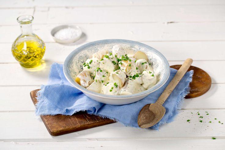Ingen grillaften uten en deilig potetsalat! Denne grunnoppskriften kan varieres i det uendelige.