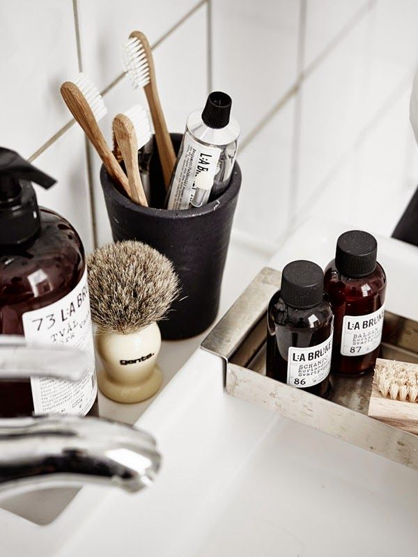 Bathroom accessories inspiration in monochrome | apothecary
