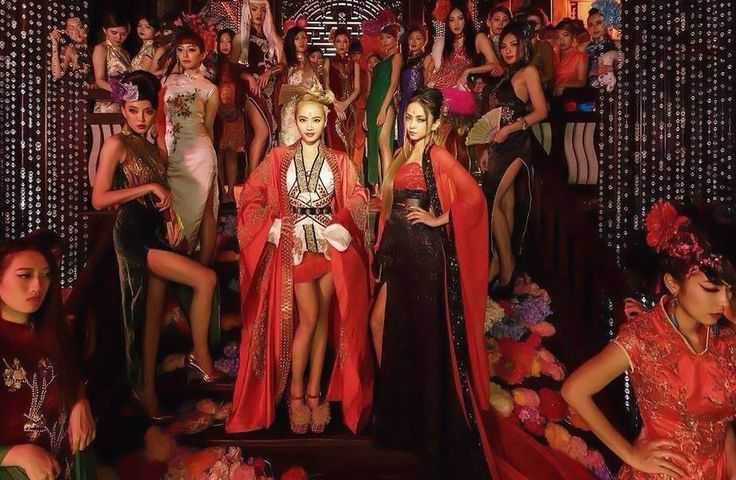 Namie is collaborating with Taiwanese singer, Jolin Tsai. The Chinese and English song is 'I'm Not Yours' and here is a promotional photo from its video.