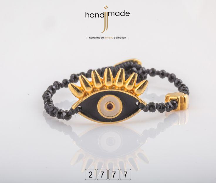 Γυναικείο βραχιόλι με χρυσό & μαύρο αξεσουάρ , σταυρό και κρύσταλλα. #handmade #jewelry #fashion