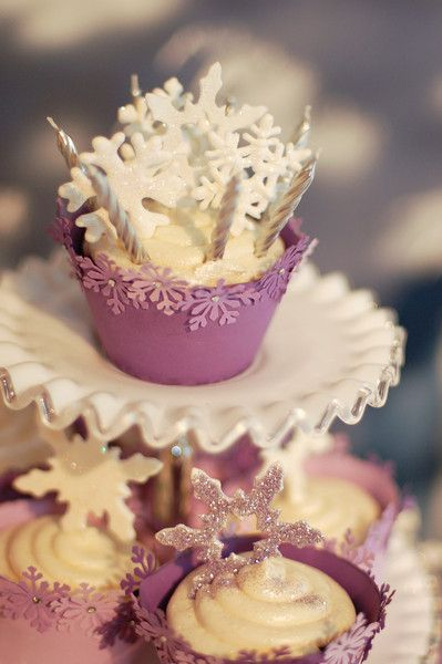 This would be perfect for a winter wedding!  I love the wrappers and toppers!  www.getcupcakepants.com