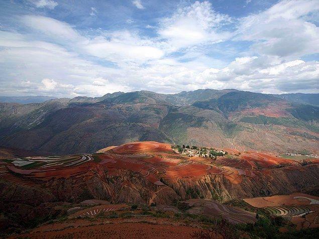 Дуньчуаньские Красные Земли расположены в Китае и известны своим необычным цветом. Это вызвано тем, что в земле содержится оксид железа.888a (635x476, 155Kb)
