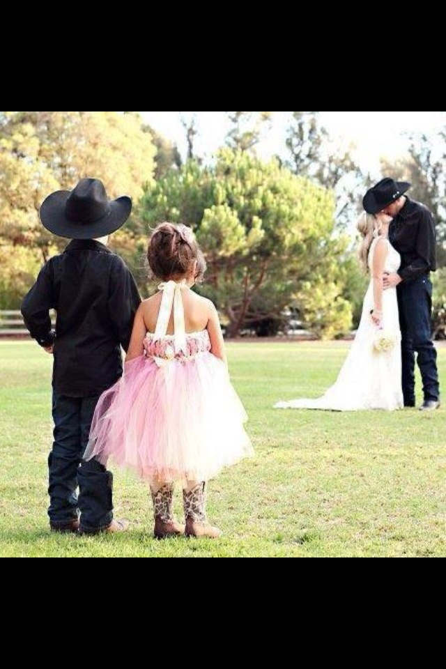 Cute wedding idea :)....defff doing thiss picture