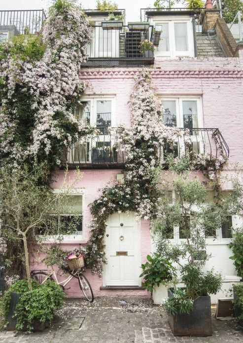 Pink House Notting Hill, London // London travel tips and London Photography for trip planning and inspiration. London Picture Ideas, London Pictures, London Photos, London Pics, London, London Bucket List, London Ideas, London Tips, London Honeymoon, Pretty London, London Notting Hill Movie