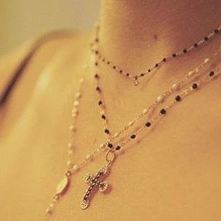 Gigi Clozeau Collier Rosola diamant - Collier Croix de Lumio - Collier Rosola Madone #gigiclozeau #rosola #croix #madone #or18k #casanera #casaneraportovecchio #portovecchio