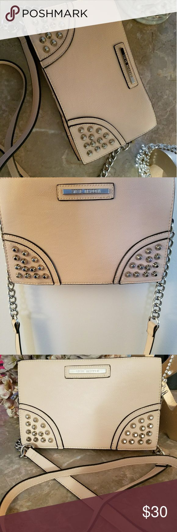NEW  STEVE MADDEN SADDLE BAG Very cute. Has a zip up pocket inside. Light peach color small but has plenty of space for a phone,wallet,makeup.....etc. Steve Madden Bags