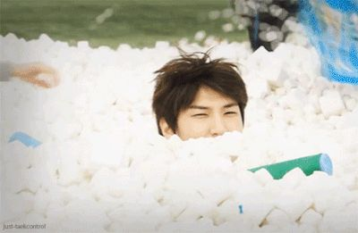 I know I've pinned this already..but I think this gif is it worth to pin it a second time xD Just look how cute leo is c: This is why he is my ultimate bias.