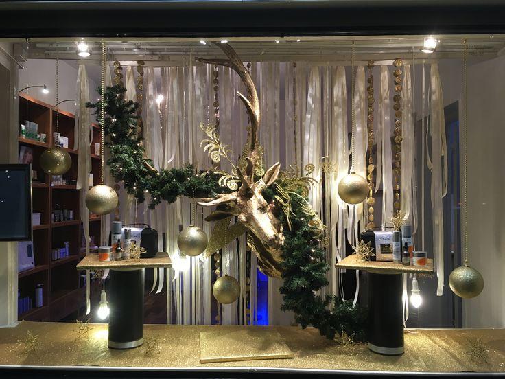 Kerst etalage bij schoonheidssalon in Amsterdam . Ontwerp en styling Rich Art design Assendelft .