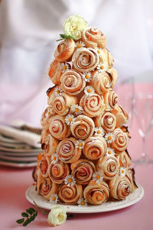 Piramide di rose dolci (con mele) o salate (con affettati)
