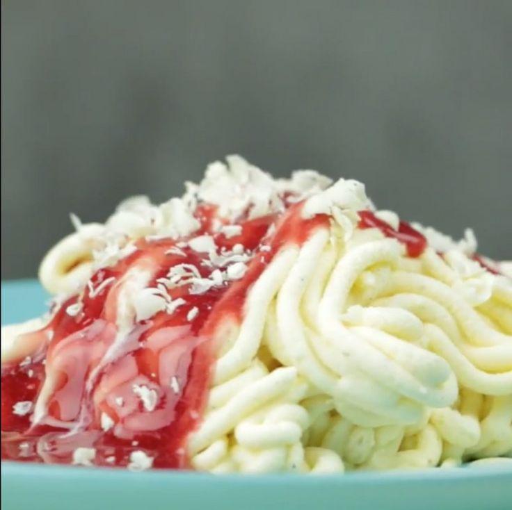 Parece espaguete com molho de tomate, mas é a melhor sobremesa do mundo!