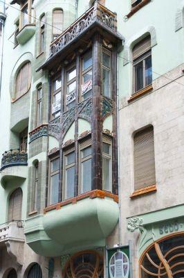 Budapest - Architectural photograph. Épületfotó - a Bedő-ház (Budapest, Honvéd utca 3.) főhomlokzatának részlete. http://www.artnouveau-net.eu/