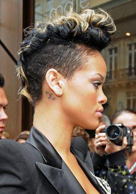 Prime 1000 Ideas About Rihanna Short Haircut On Pinterest Black Bob Short Hairstyles Gunalazisus