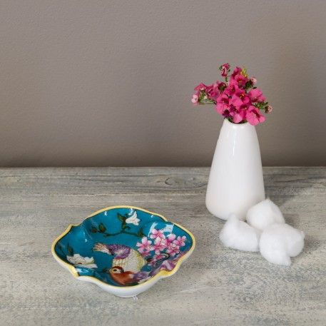 A beautiful turquoise Chinese ceramic dish decorated with parrots - a selection of patterns are available.