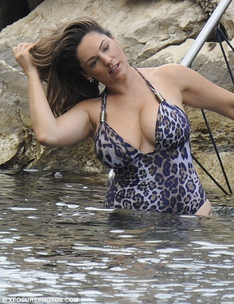 Kelly Brook wears leopard print costume in Italy with boyfriend Jeremy Parisi   Daily Mail Online
