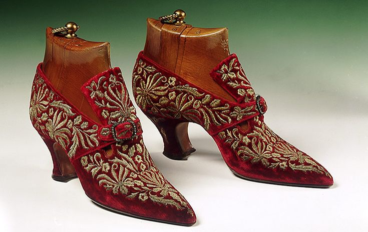 Genoese velvet and gold thread embroidered shoes, circa 1910  Photograph: The Shoe Collection, Northampton Museums & Art Gallery. © John Roan