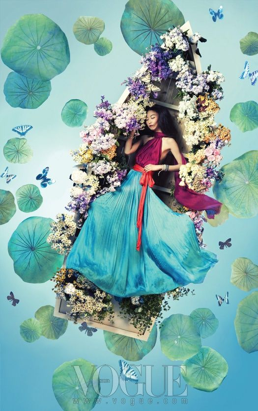 Sous l'objectif deBosung Kim pour Vogue Korea, une jeune filleen fleur (Ji Hye Park)