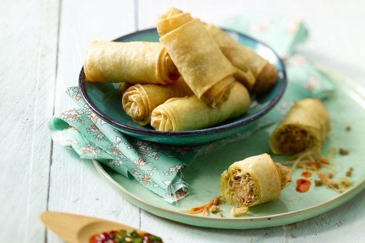 Maak eens een originele vulling voor loempia's, met kruidig gehakt, roze garnalen en glasnoedels. Serveer met een pittige dipsaus en enkele slablaadje...