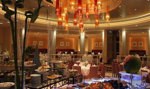 فندق شيراتون البحرين يطلق مهرجان المأكولات التايلندية Table Decorations Home Decor Decor