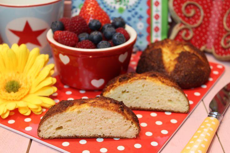 Low Carb Rezepte von Happy Carb: Kokos-Quark-Frühstücksbrötchen.