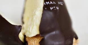 Citronbolle. Citronfromage er i Thomas Hermans bud blevet til skum i en flødebolle på makron-bund. Foto: Joachim Adrian - Foto:
